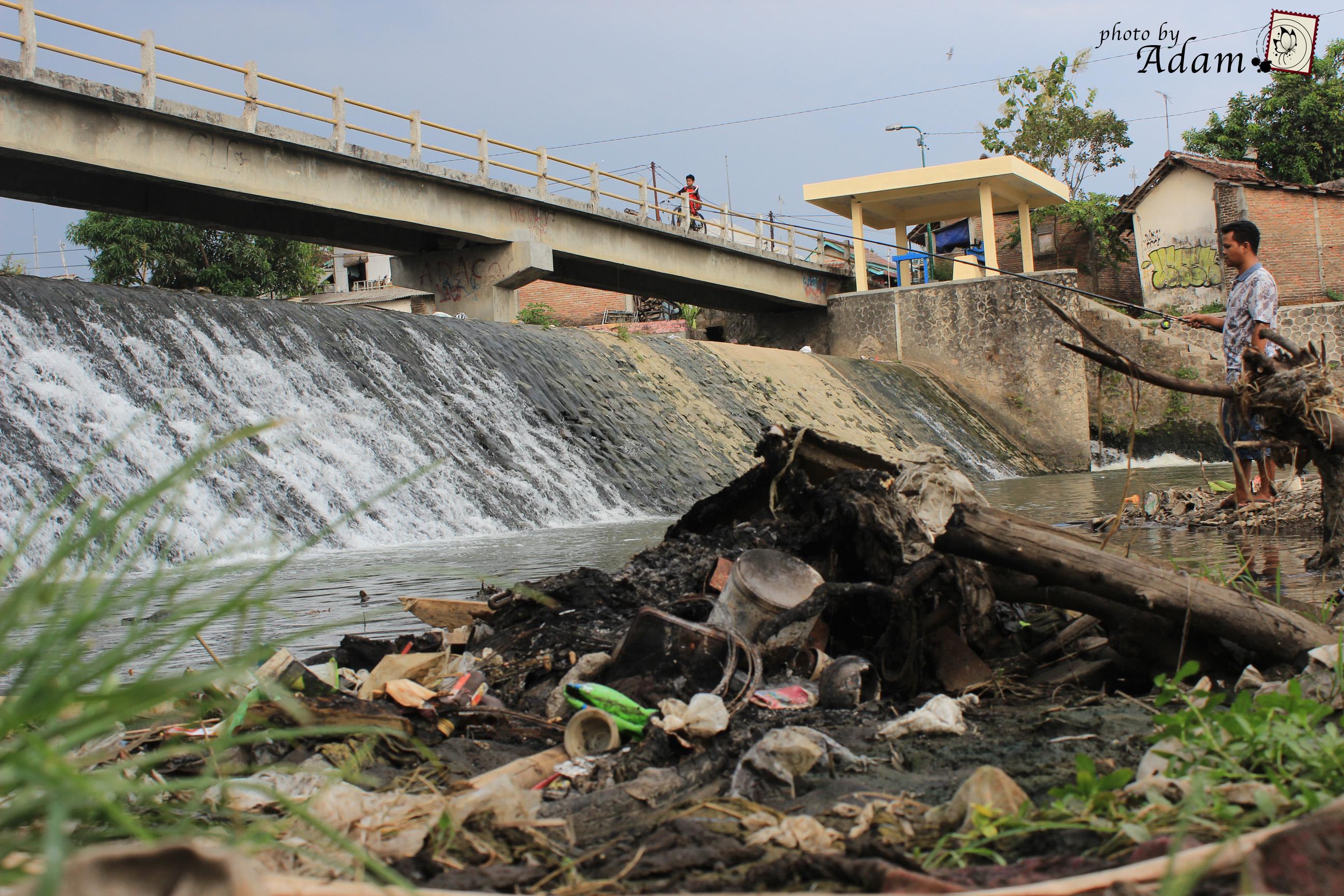 poubelles de la rivière Code de Adam Sekolah Vokasi