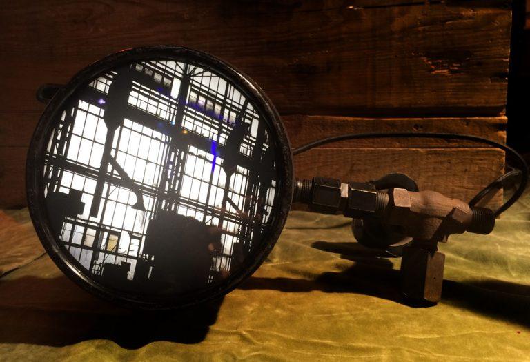 Compteur et pièces d´embrayage recyclées / ampoules LED / impression photo Urbex Best Of / Dimensions : 41cm – largeur 8cm  (n´est plus disponible)