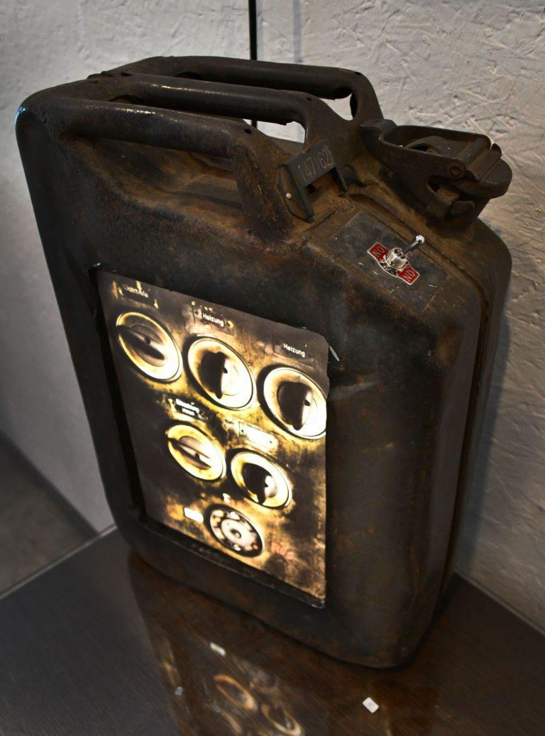 Jerrican de l´armée 20L. / ampoules LEDs / impression photo URBEX BEST OF /  Dimensions : 50 – 15 – 40 cm