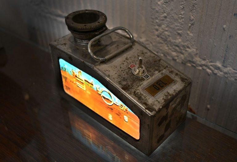 petit bidon d´huile ancien / ampoules LEDs / impression photo TEXTURES  (n´est plus disponible)