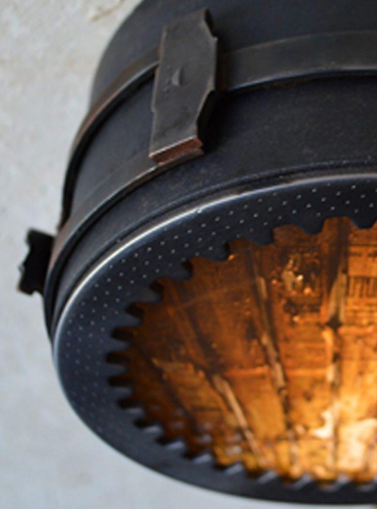 acier /pièces de métal recyclées / ampoules LED / impression photo TEXTURES / Dimensions : longueur 15cm – largeur 8 cm (n´est plus disponible)