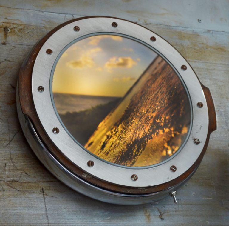 pièces de métal recyclées / ampoules LED / impression photo ON THE ROAD / alimentation par piles AA /Dimensions : 37cm – largeur 7cm (n´est plus disponible)