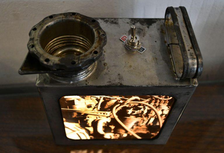 petit bidon huile / ampoules LEDs / impression photo moteur locomotive